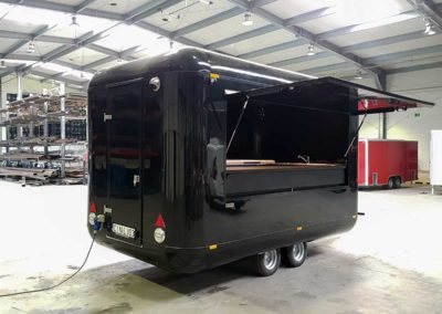 food-trailer-food-truck-black-2-moveit-tech