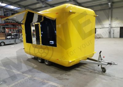 food-trailer-yellow-moveit-tech-3