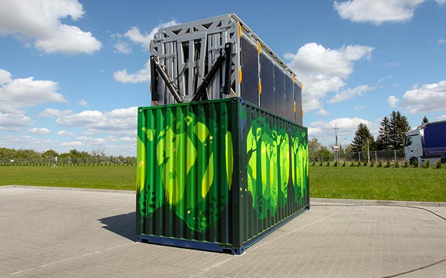 Lifting up solar panels